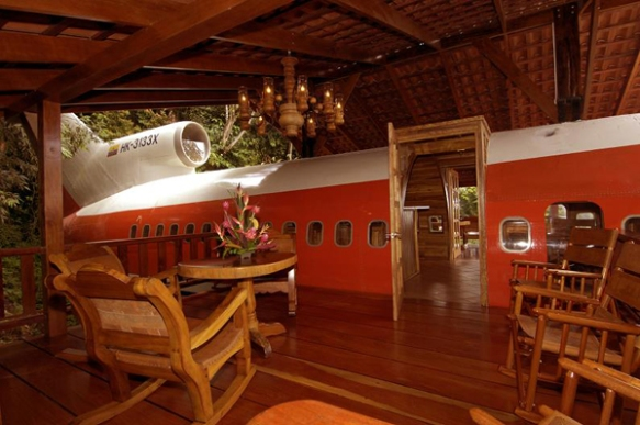 Decommissioned-Boeing-727-Airplane-Hotel-Room-in-Costa-Rica-2